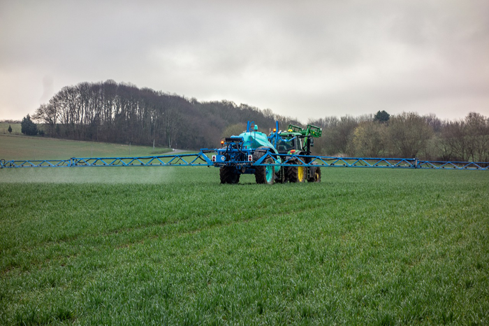 Chemieeinsatz auf Landwirtschlicher Nutzfläche